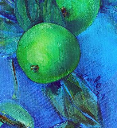 Green apples on a blue round canvas